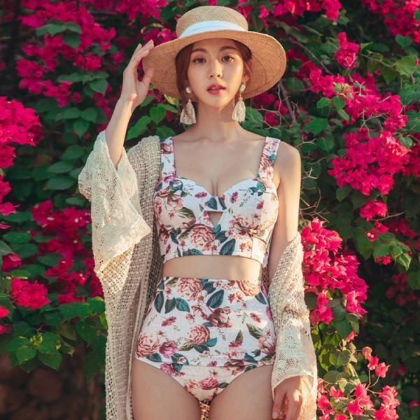 Fragmentary flower small fresh steel bracket gathered together to show thin bikini two piece swimsuit